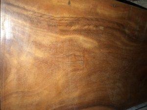 Em có cai tủ gỗ xưa dỏ
