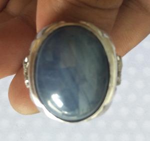 Nhẫn sapphire khổng lồ quý hiếm...