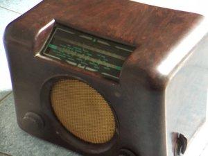 Radio cũ vỏ gỗ