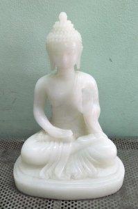 Tượng Phật Tổ bằng bạch ngọc...