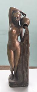 Tượng nude cô gái cầm bình hoa...