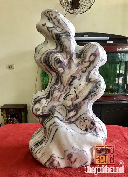 Cây đá vân thổ cẩm, cao 71cm, nặng 61kg