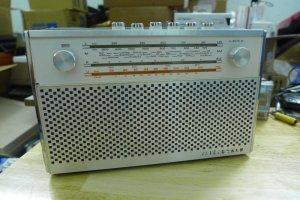 CM - Q10 - Bán radio Telefunken...