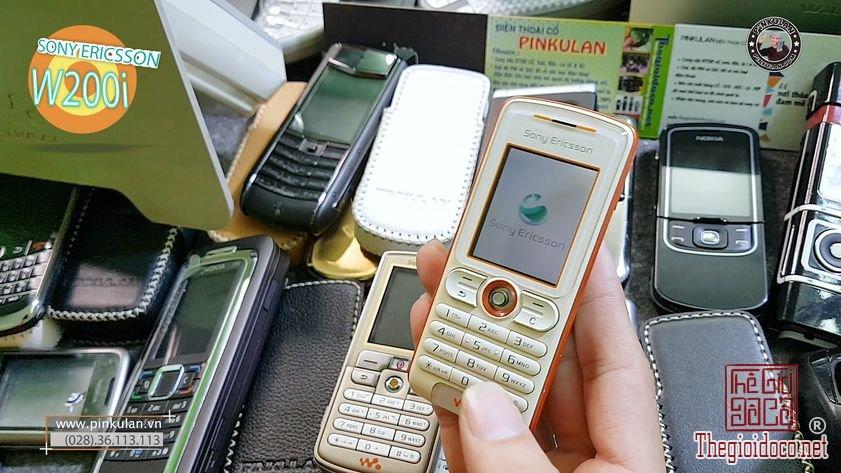 Sony-Ericsson-W200i  (1).jpg