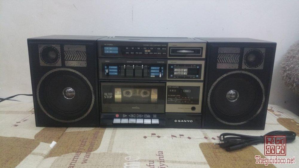 Đài Radio Cassette SANYO C12 đẹp xuất sắc (Made in Japan)