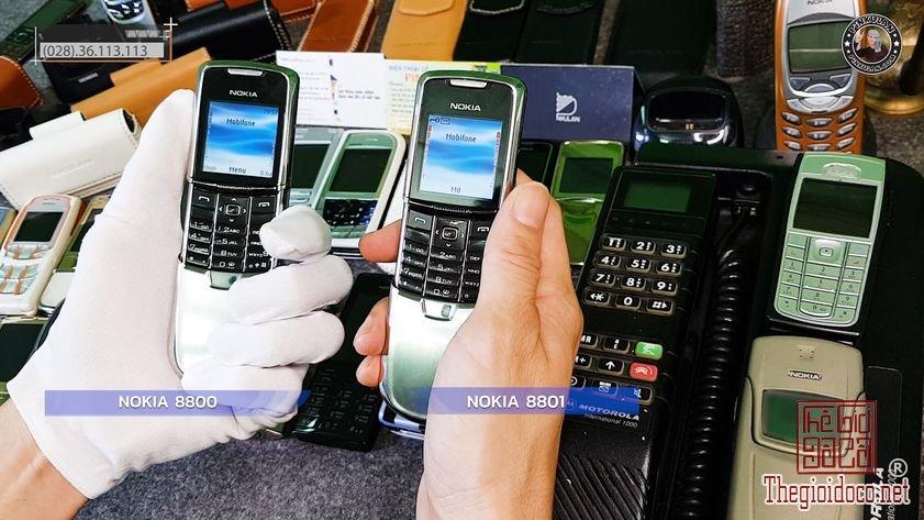 Phan-biet-Nokia-8800-va-Nokia-8801-bang-mat (2).jpg
