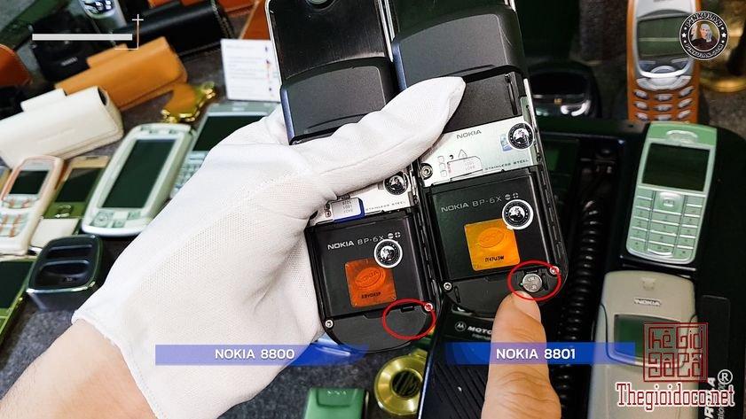 Phan-biet-Nokia-8800-va-Nokia-8801-bang-mat (5).jpg
