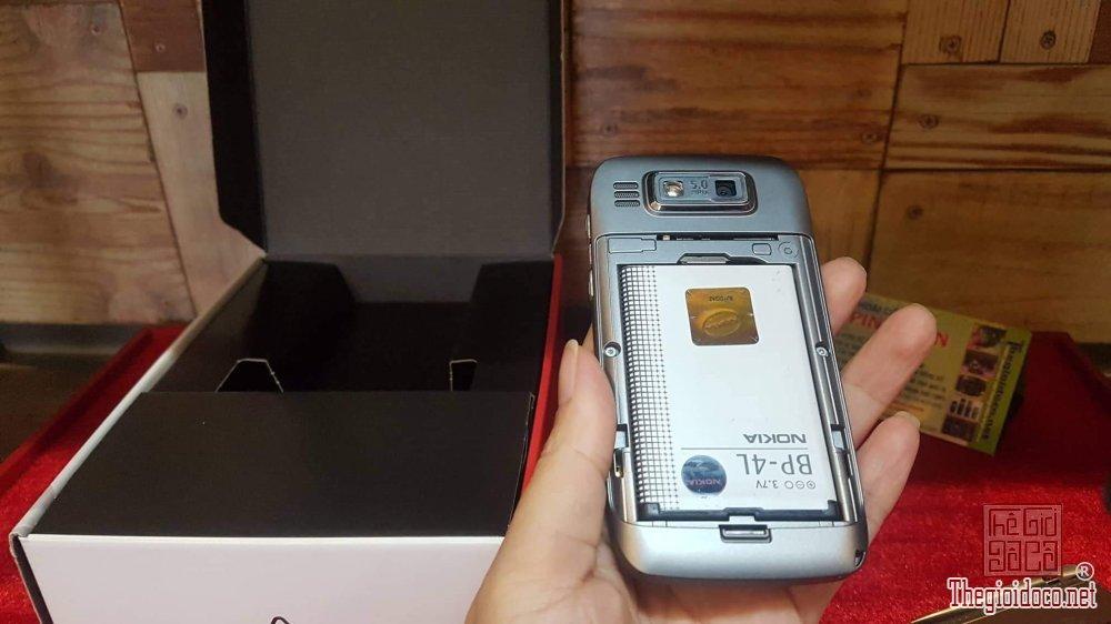 Bán điện thoại Nokia E72 màu bạc