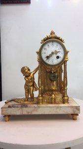 Đồng hồ mantel dát vàng của Pháp