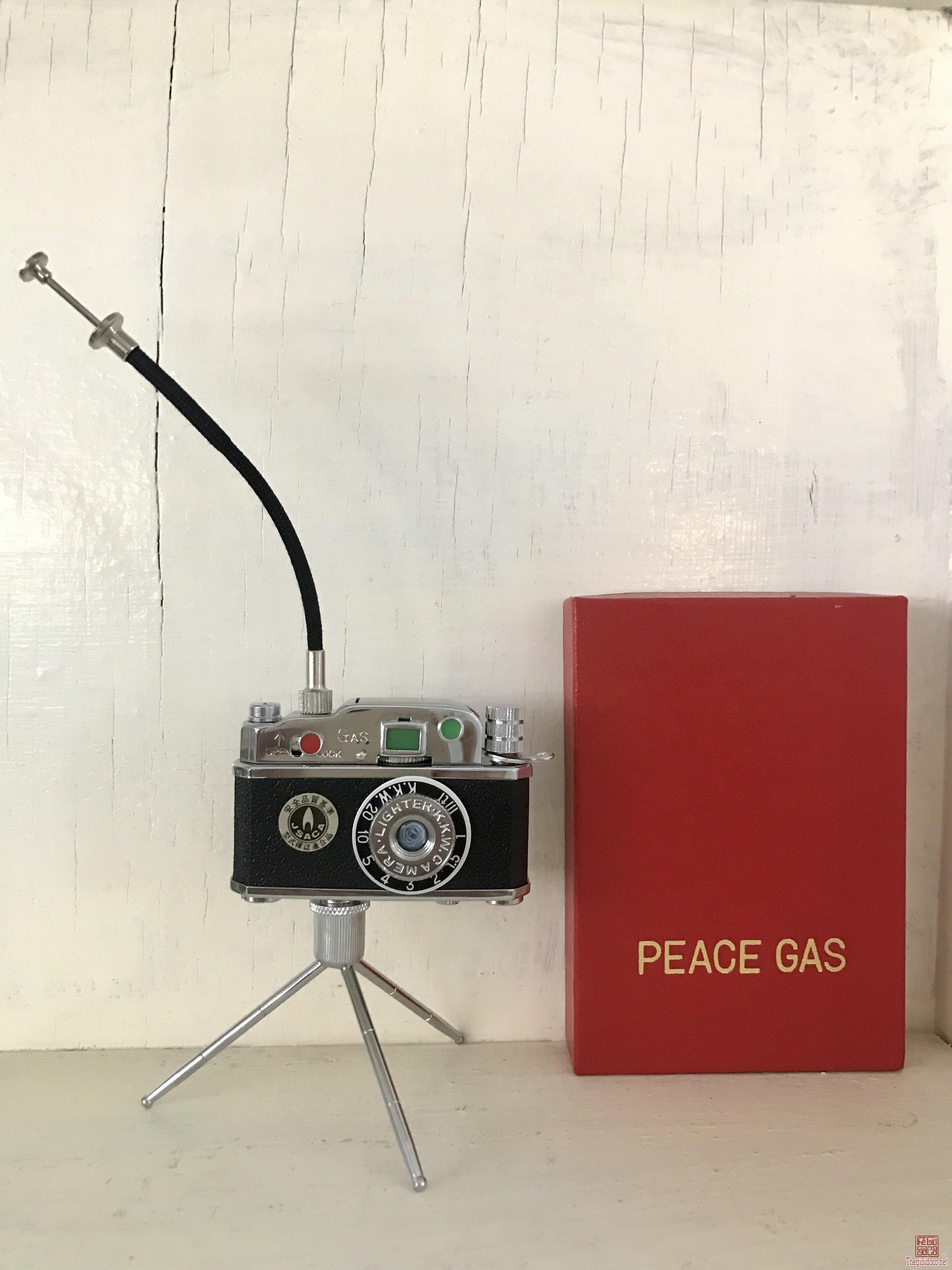 Bật lửa Peace Gas của Nhật kiểu máy ảnh , sản xuất vào thập niên 60s