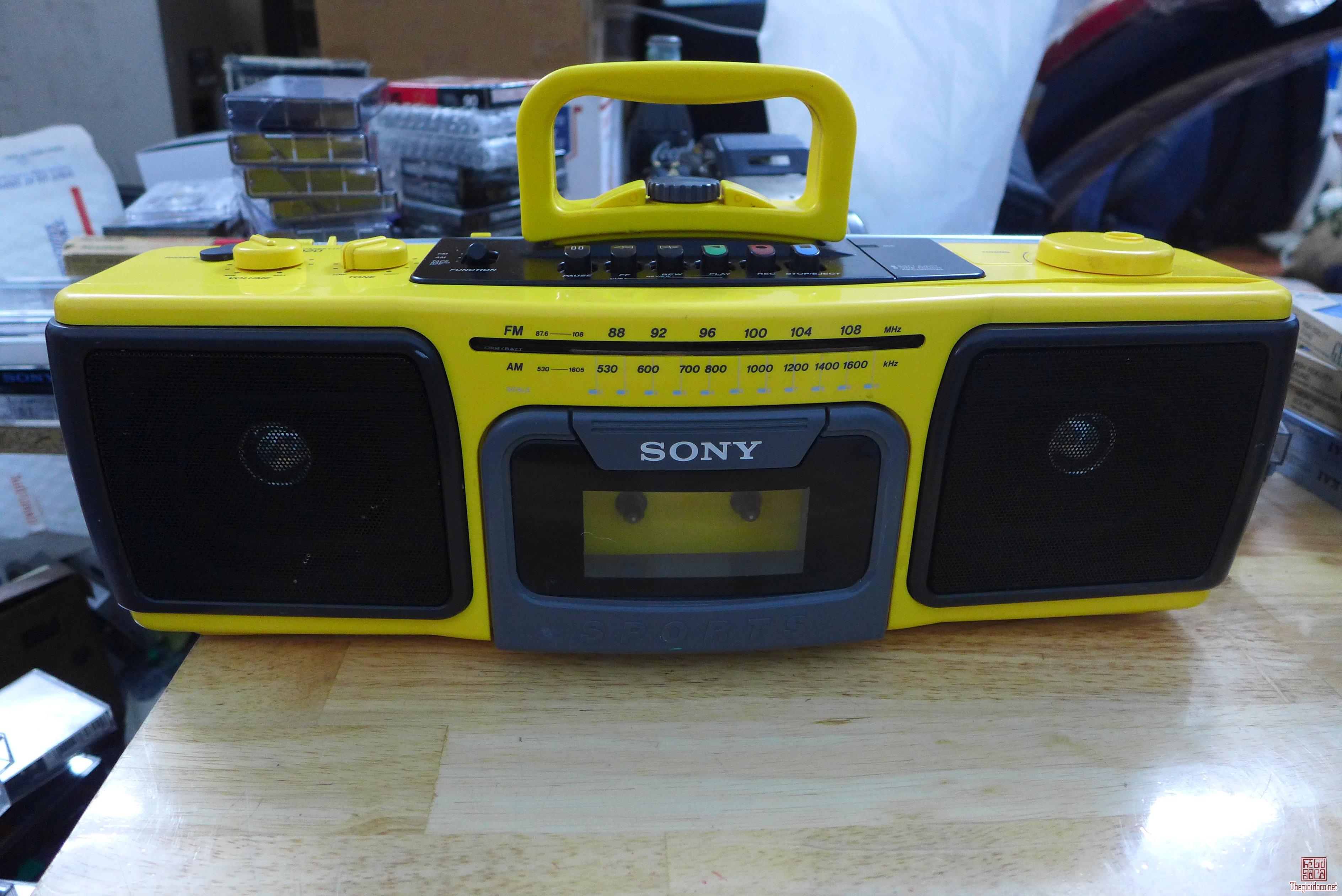 HCM - Q10 - Bán cassette Sony CFS-920 và Aiwa W330.