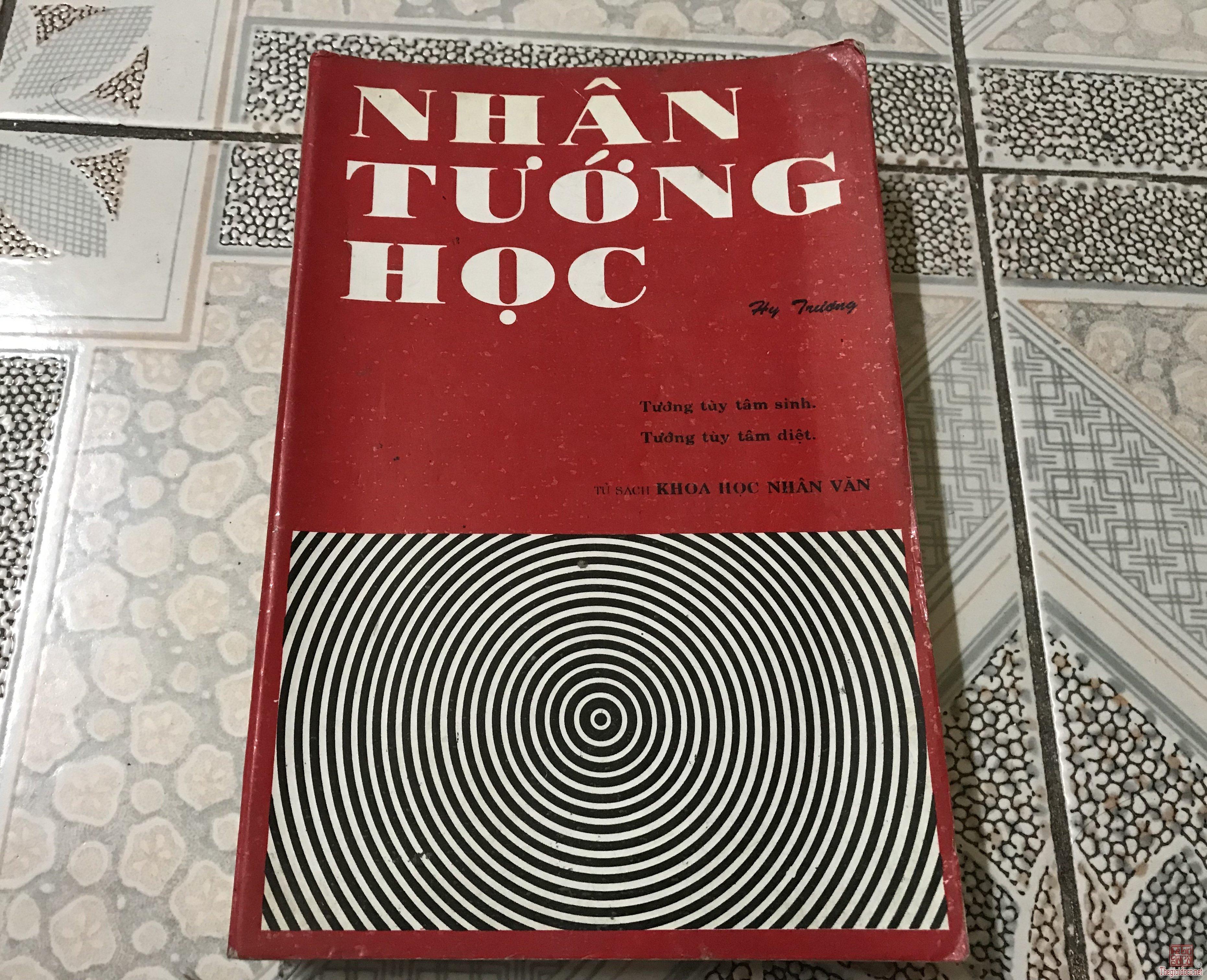 2 cuốn sách xem tướng số