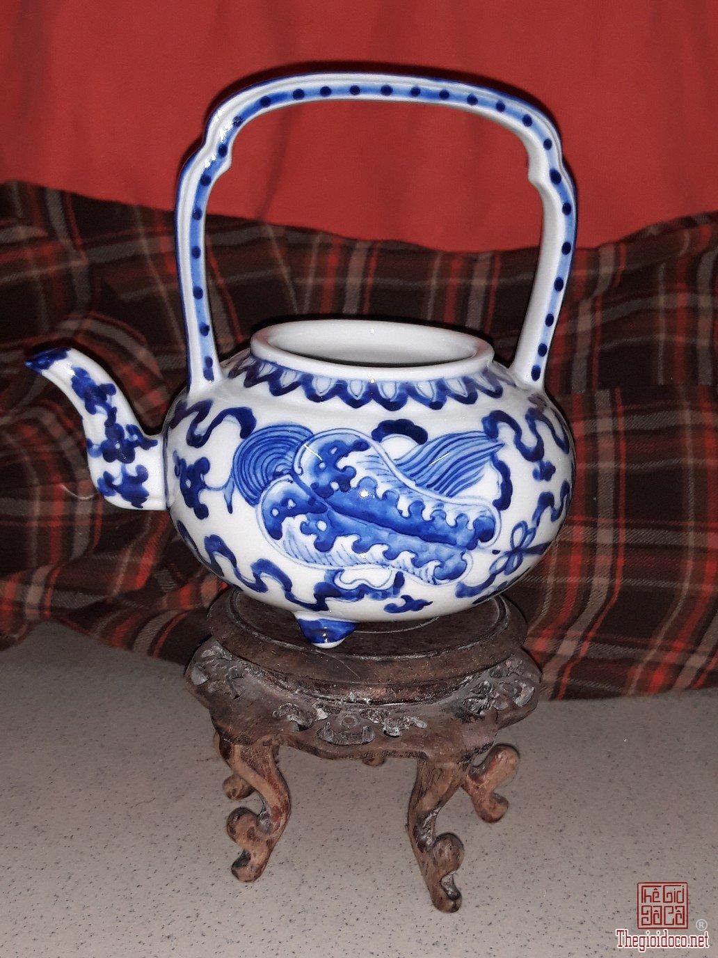 Bình trà xưa hình quạt