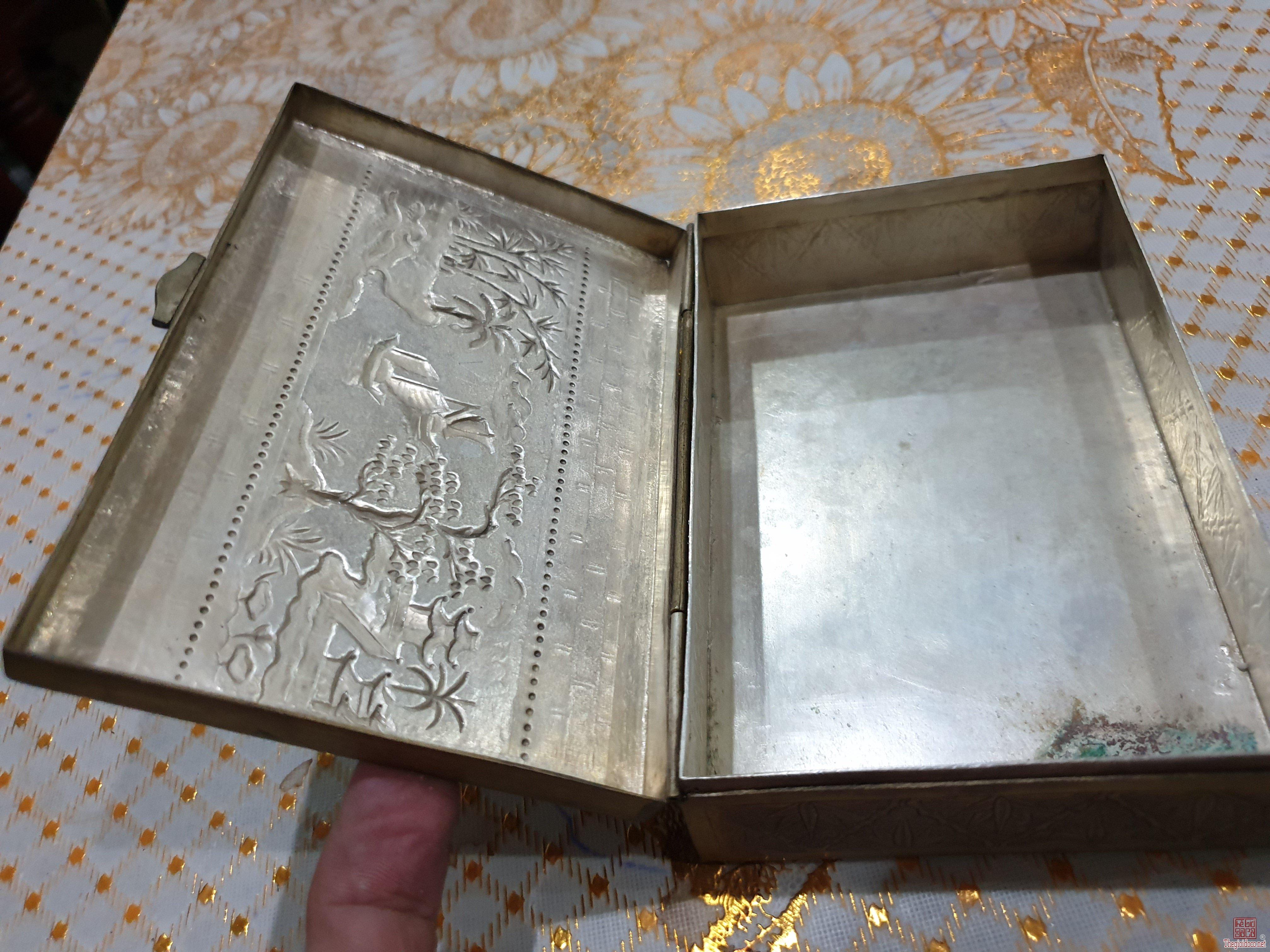 Hai món đồ xưa bạc chạm tinh xão mạ vàng 14k