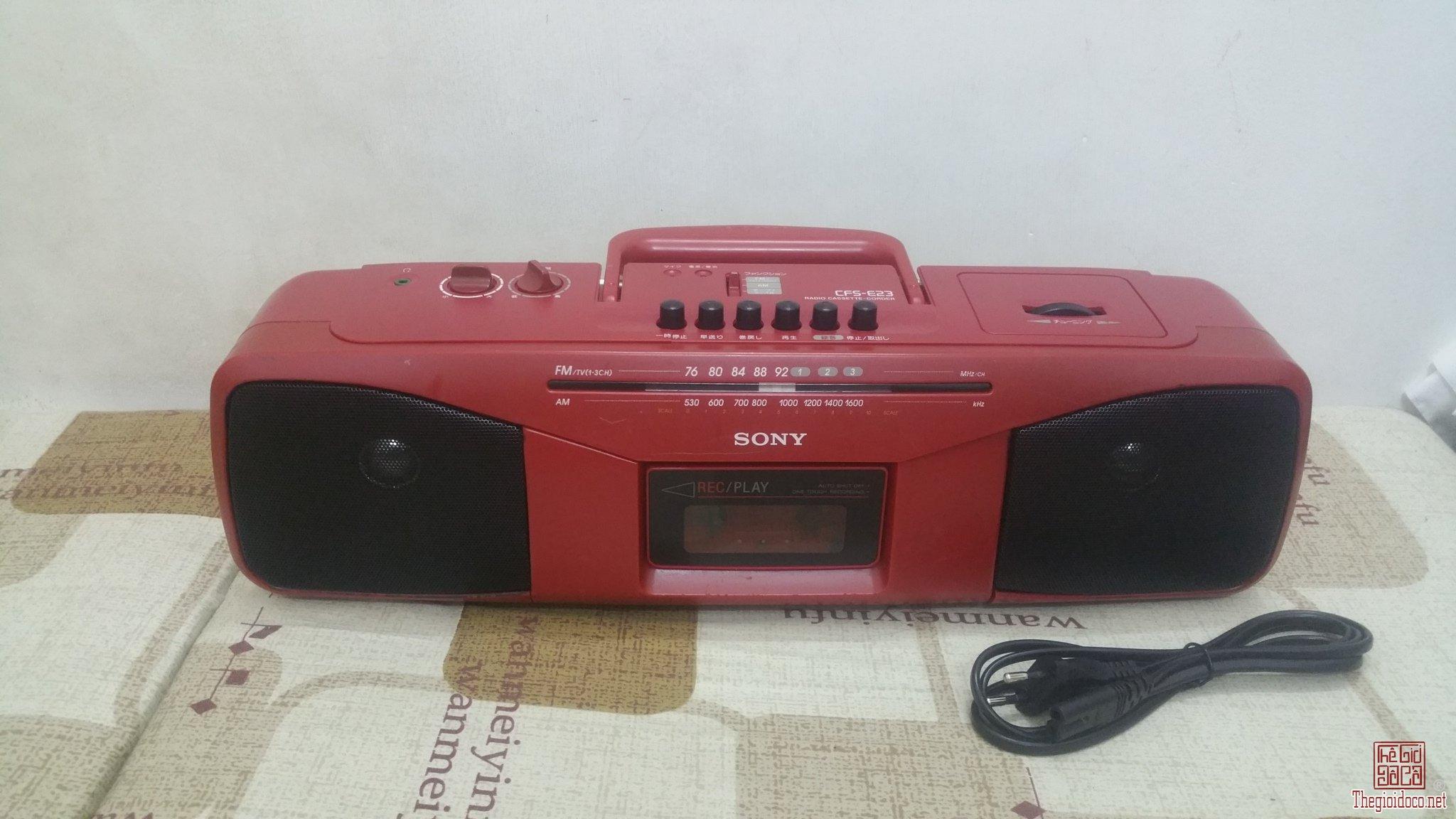 Đài Radio Sony CFS-E23 mầu đỏ ít gặp và may mắn