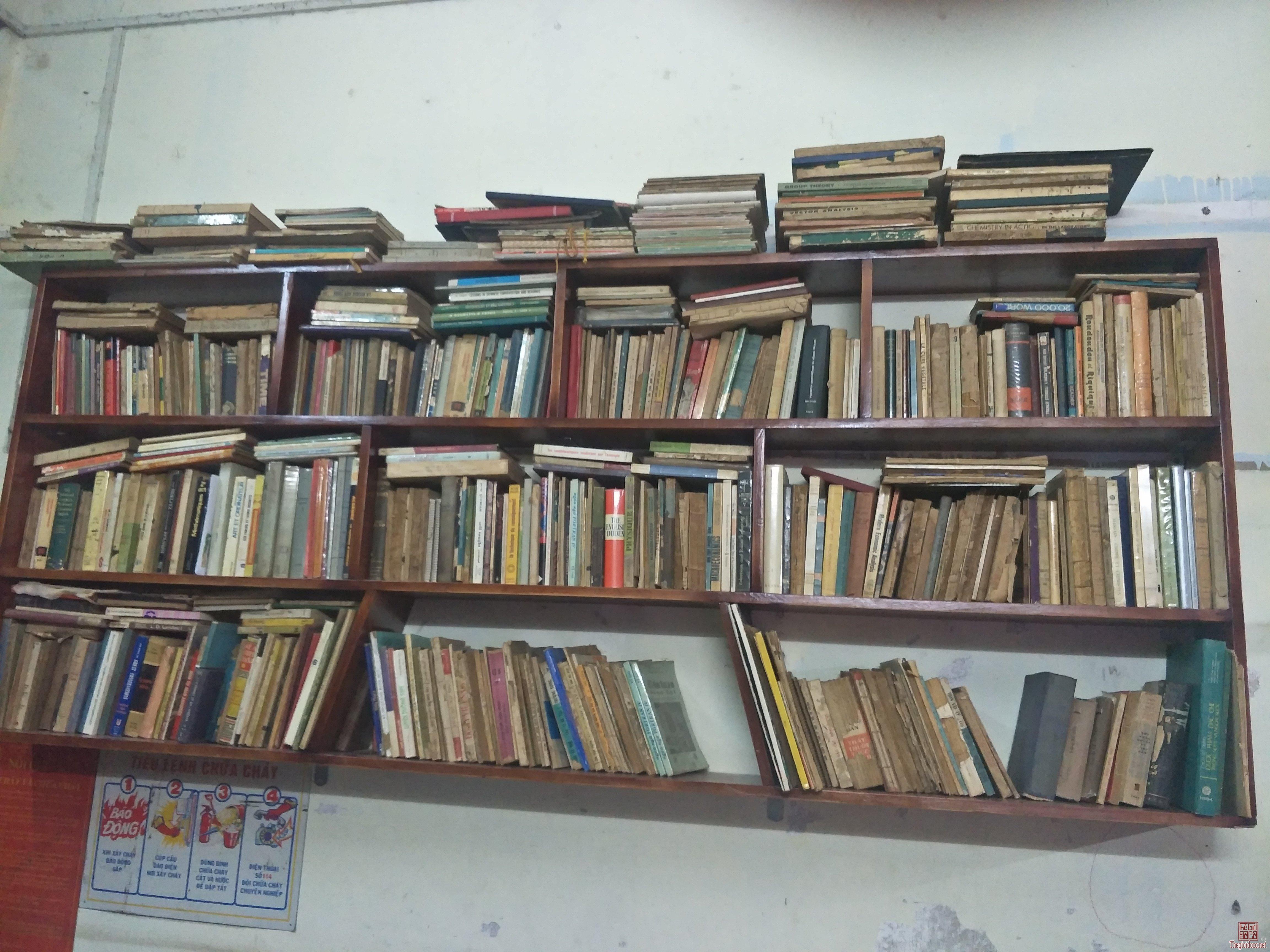 Sách xưa nước ngoài
