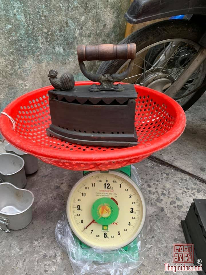 1 cặp bàn ủi con gà bằng đồng nặng 15kg 24 lỗ như hình ( 1 gà trống 1 gà mái) zalo: 0776218163