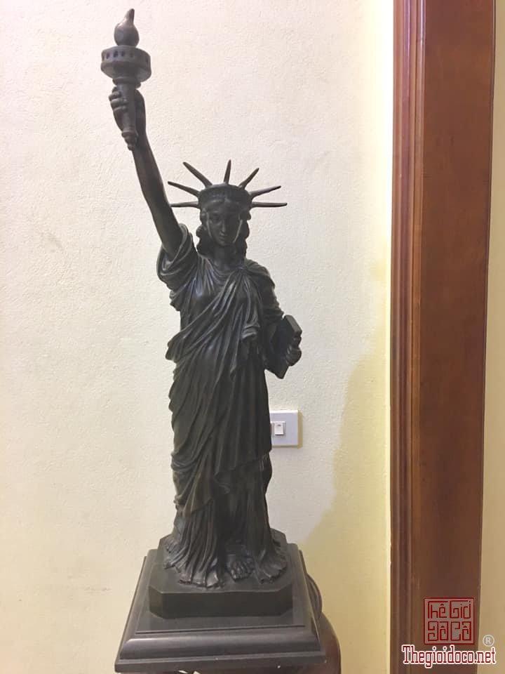 Nữ thần tự do cao 78 cm chất liệu đồng có chữ ký.20kg..LH 013292148