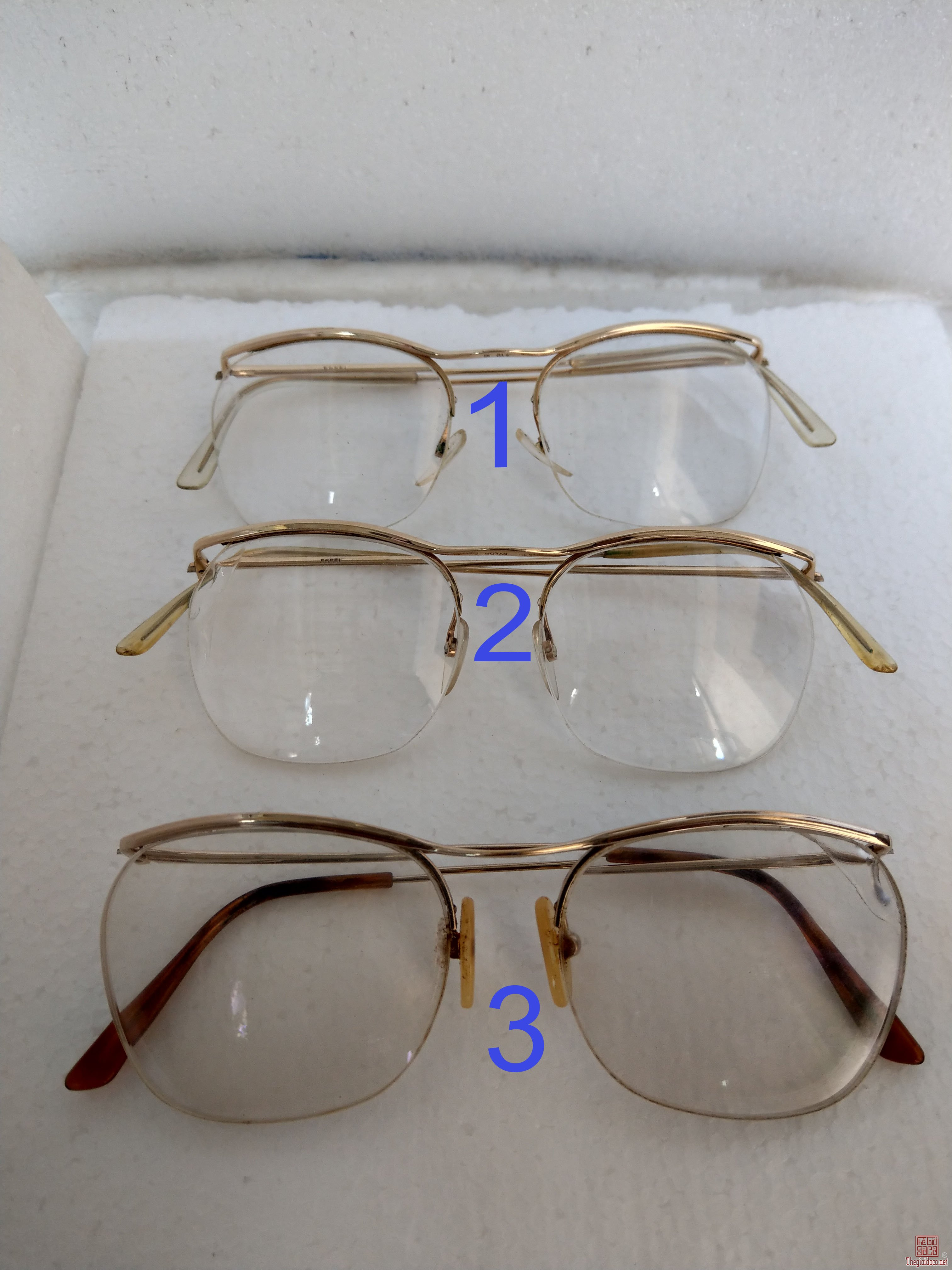Có 3 cái kính cổ mới về mạ vàng, bọc vàng có đầy dủ hết, 2 cái ESSEL và 1 cái Nylor. Tất cả của Pháp