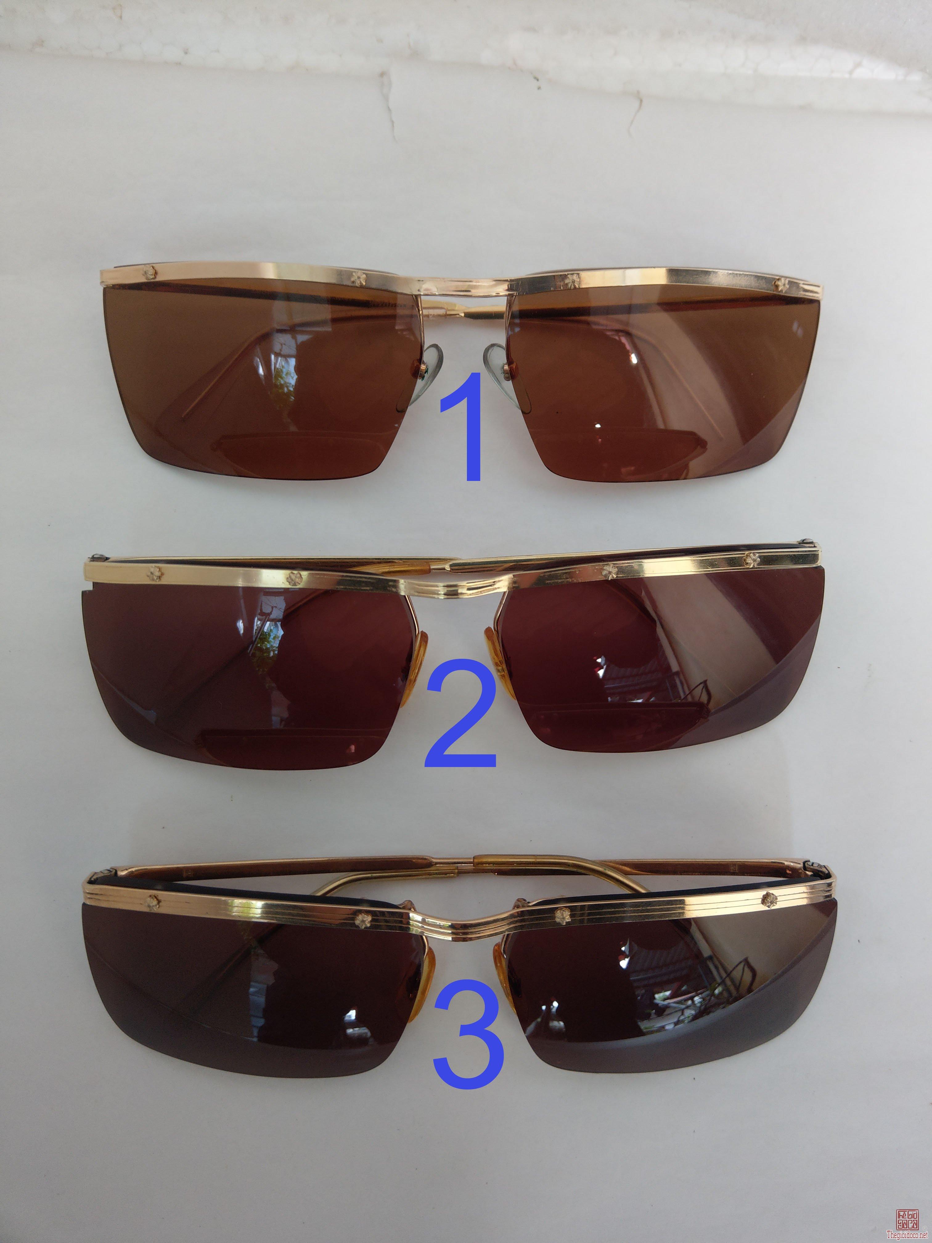 Có 3 cái kính cổ mạ vàng bọc vàng thương hiệu nổi tiếng như: Amor, Double Or Lamnie của Pháp.