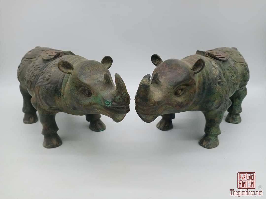 Cặp tê giác bằng đồng thau hoa văn thời Thương Chu.Cao 17cm*40cm*12,5cm.Nặng 5kg.