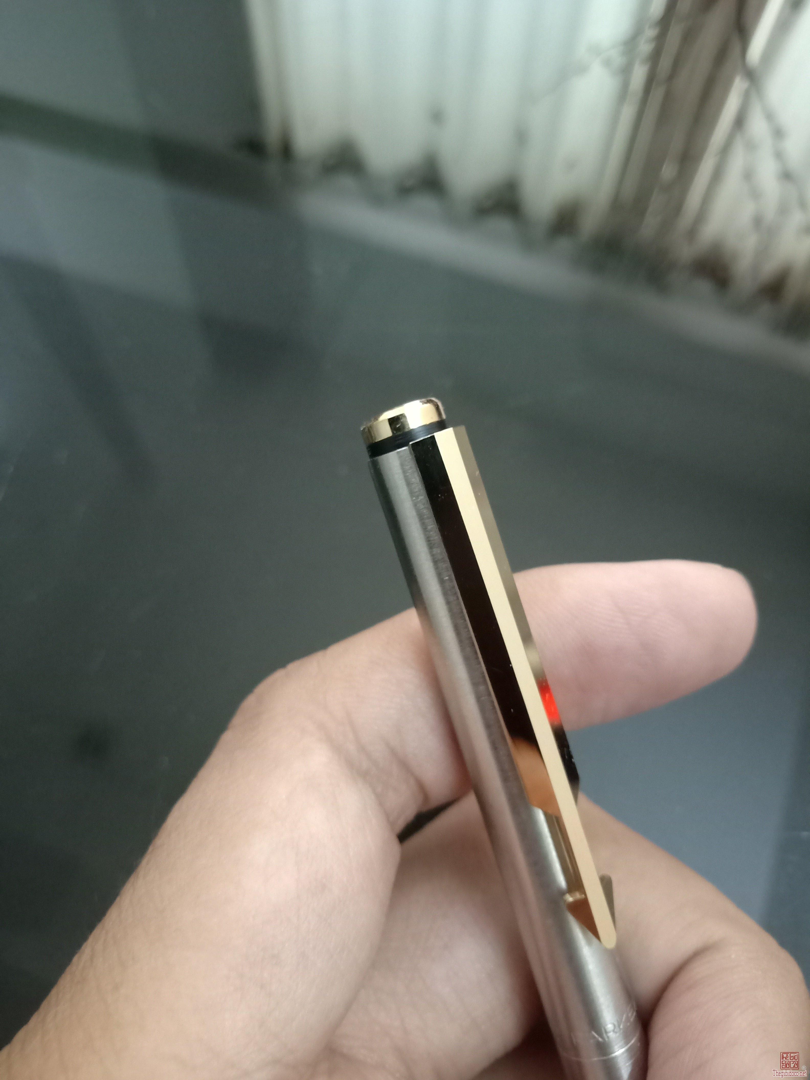 Bút chì bấm PARKER vỏ thép cài vàng ngòi 0.5