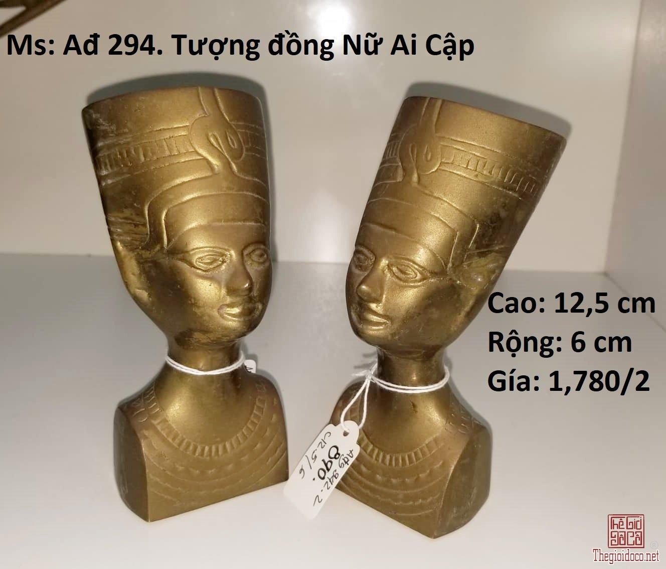 Cặp tượng nữ Ai Cập bằng đồng nguyên khối.