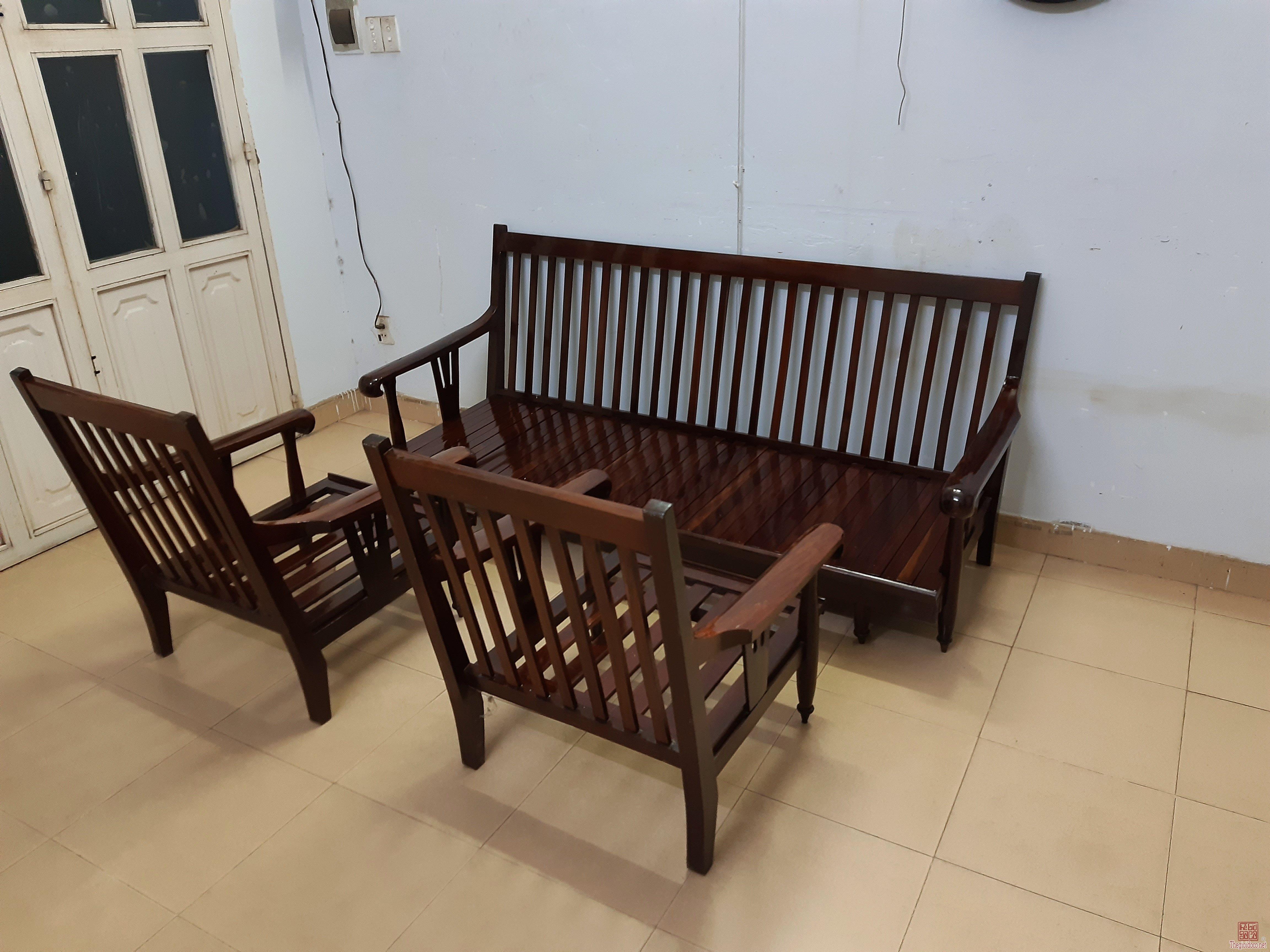 Cần thanh lý 3 cái ghế xưa