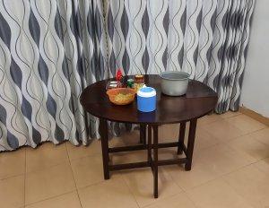 Nhà chật bán bàn gấp xưa