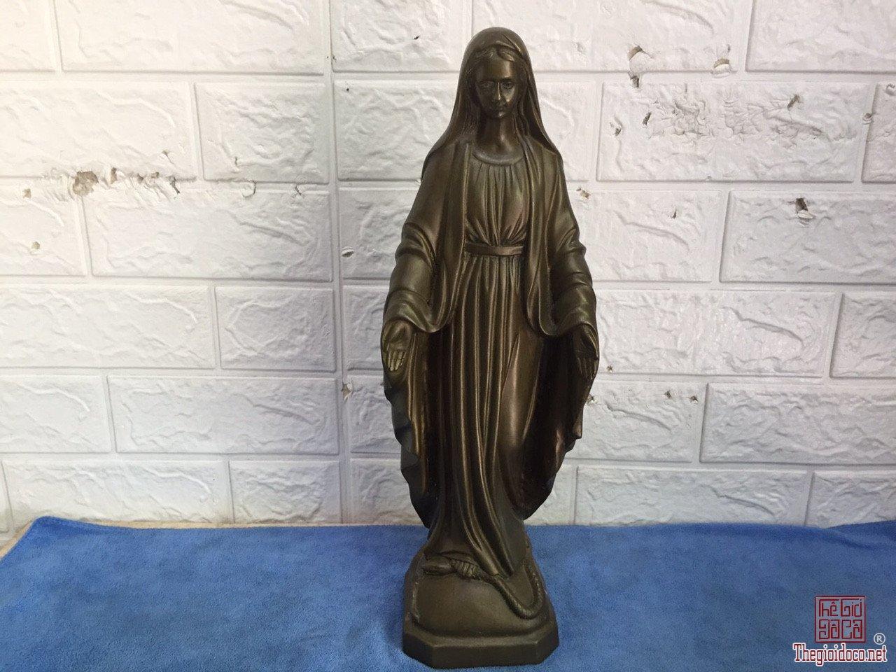 Tượng Đức Mẹ độc lạ quý hiếm hoa văn tinh xảo