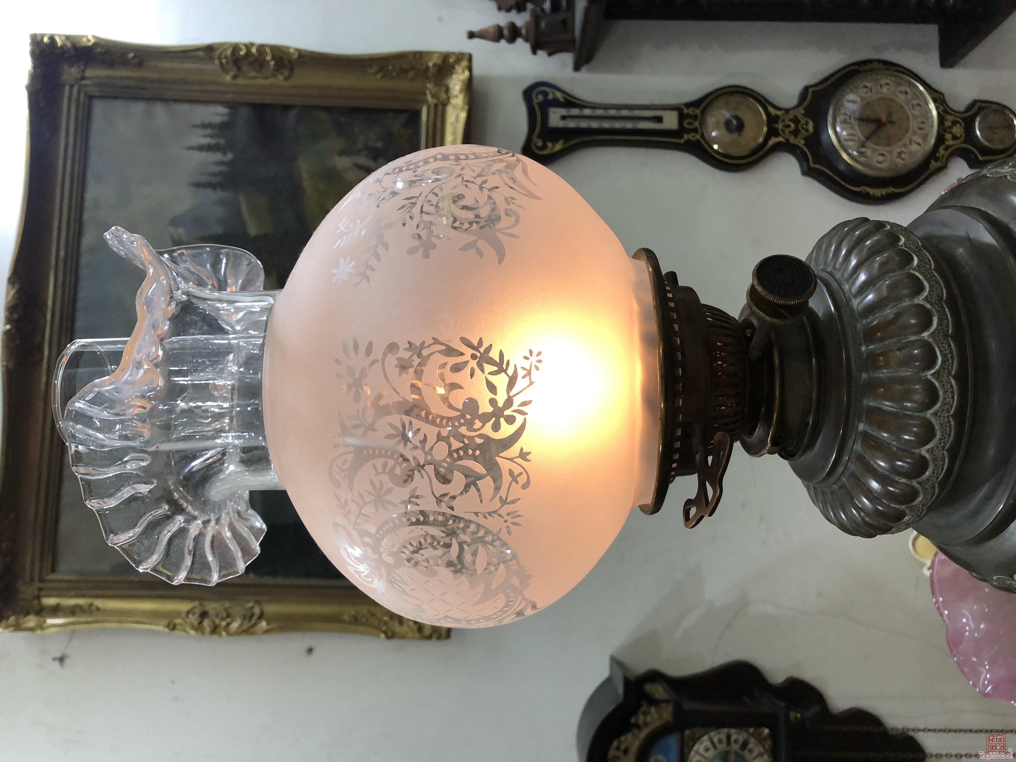 Đèn dầu cây rất cổ của Pháp