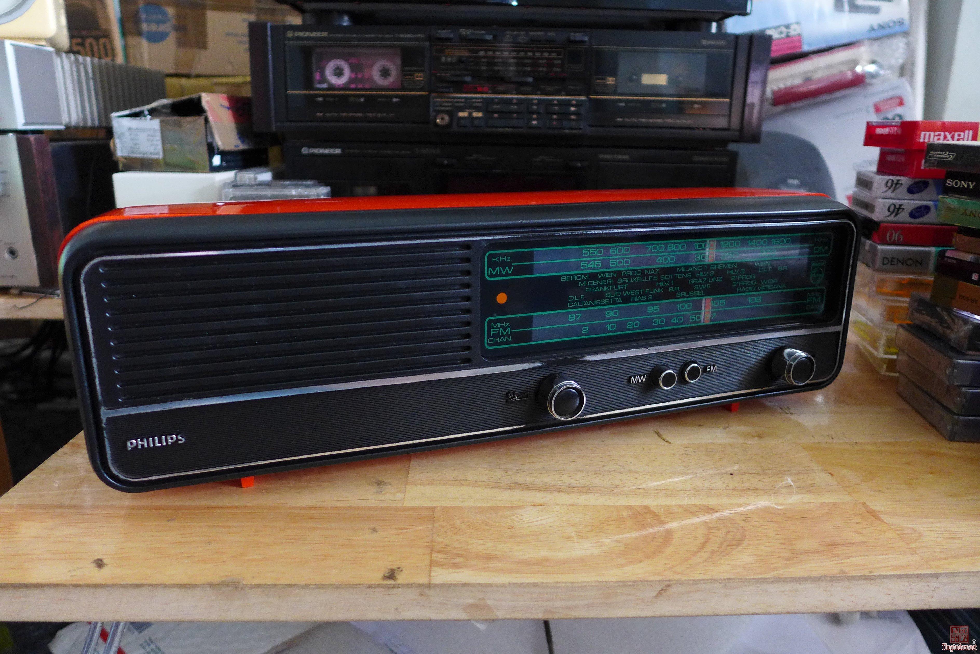 HCM - Q10 - Bán radio Philips 19RB 244, màu đỏ - Belgium.