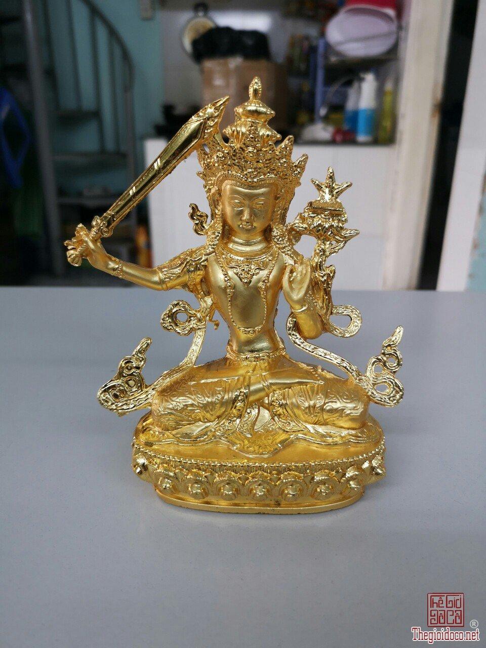 Tượng Phật cầm gươm mạ vàng đẹp và thần thái giá mềm