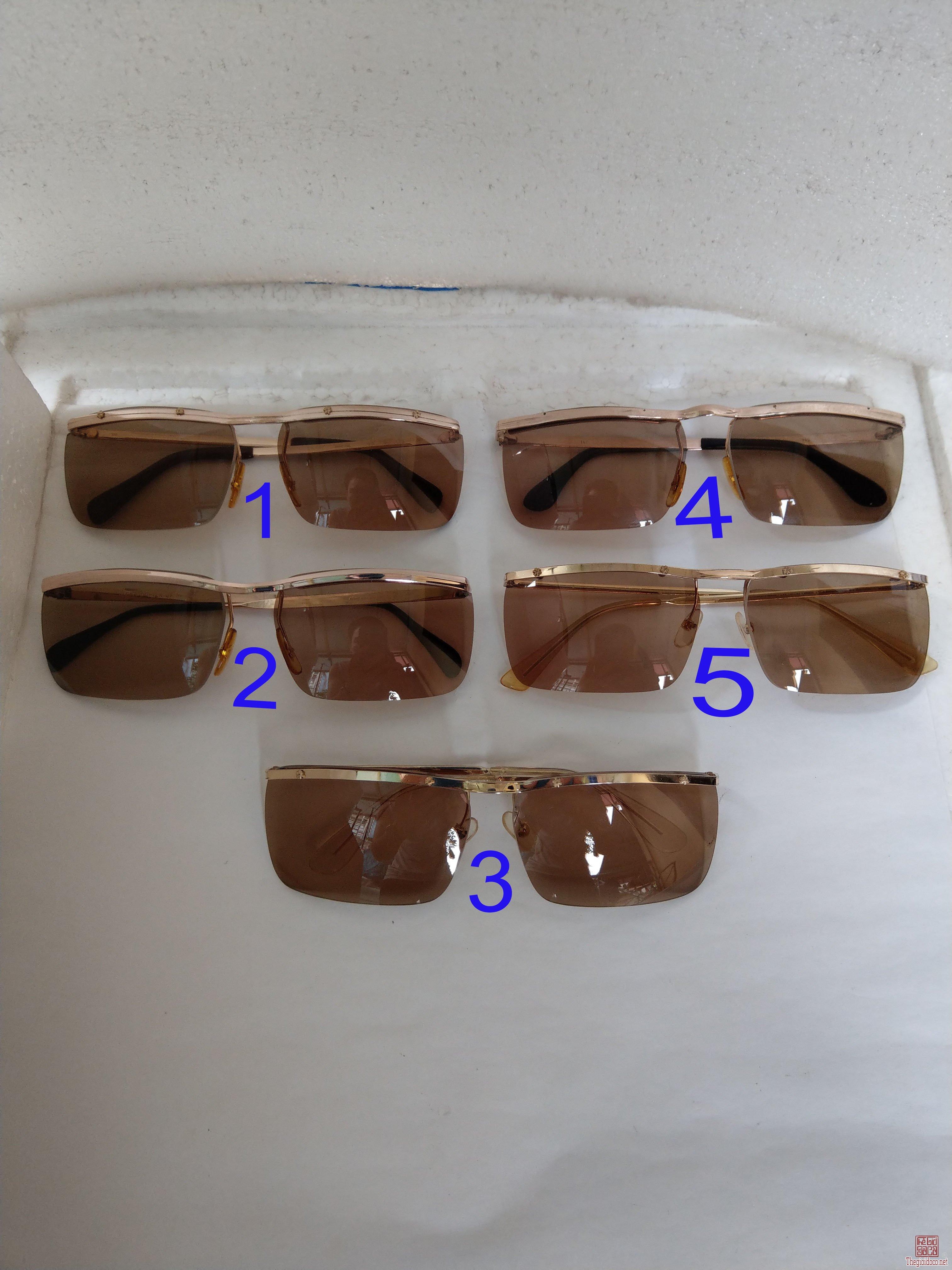 Có 5 cái kính cổ mạ vàng bọc vàng có đầy đủ các thương hiệu nổi tiếng trên toàn thế giới...