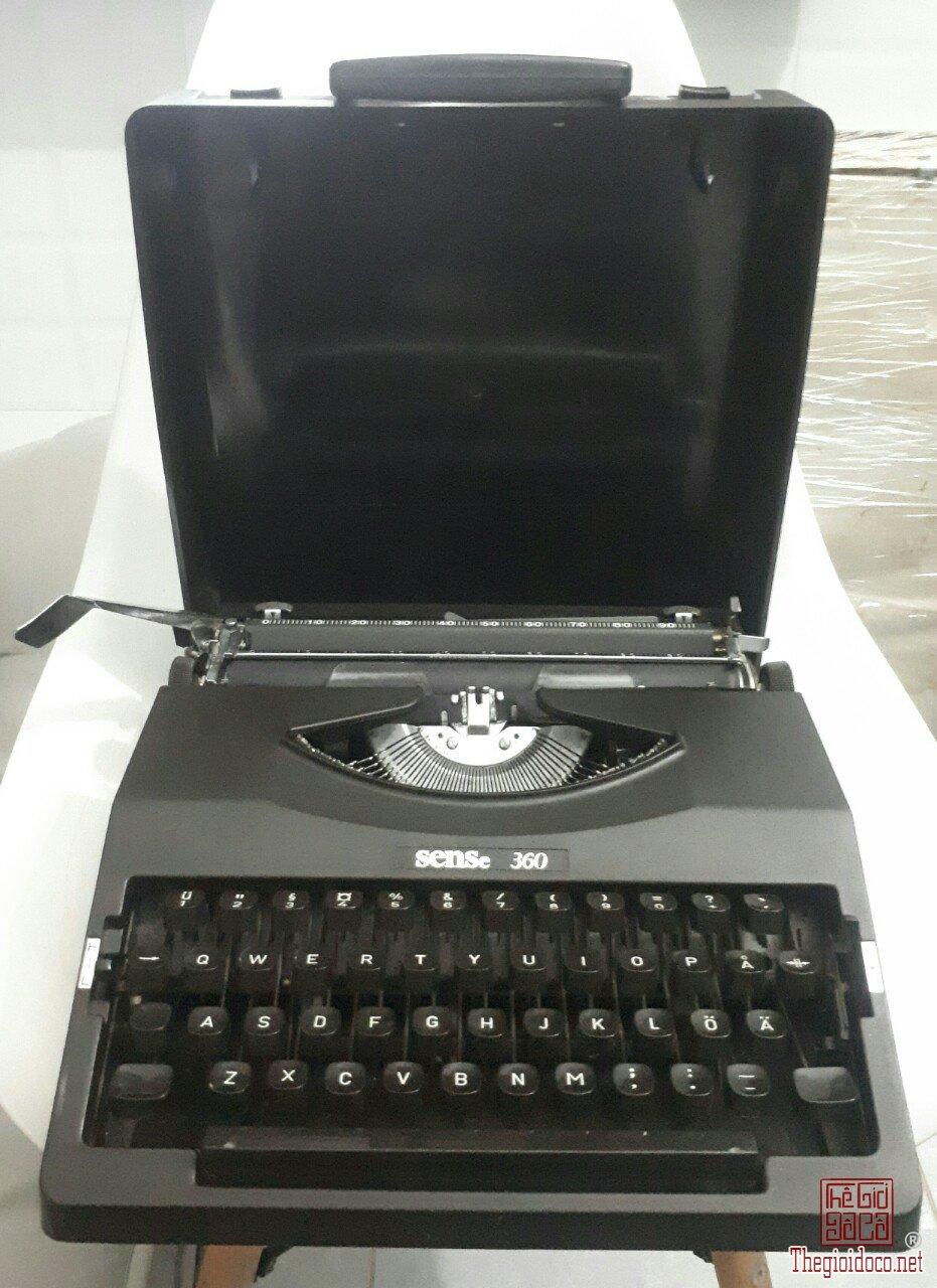 máy đánh chữ Nhật thập niên 80s sử dụng tốt máy đẹp 95%