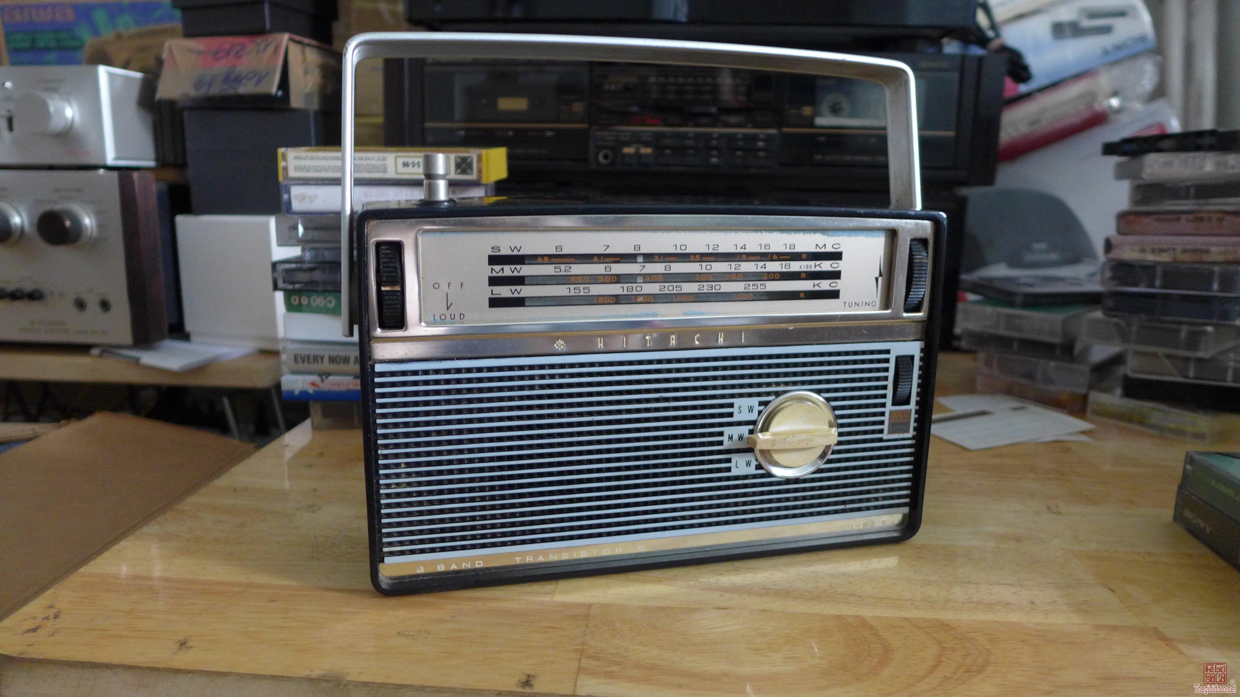 HCM - Q10 - Bán radio Hitachi WH-837E và Sony TR - 837, Japan.