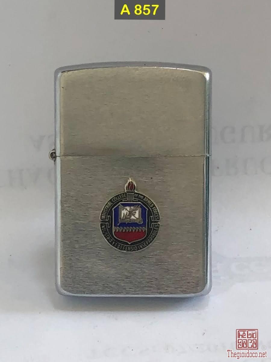 A857-brush chrome 1985 -chủ đề : Trường huấn luyện quân sự ( emblem hàn chì) -