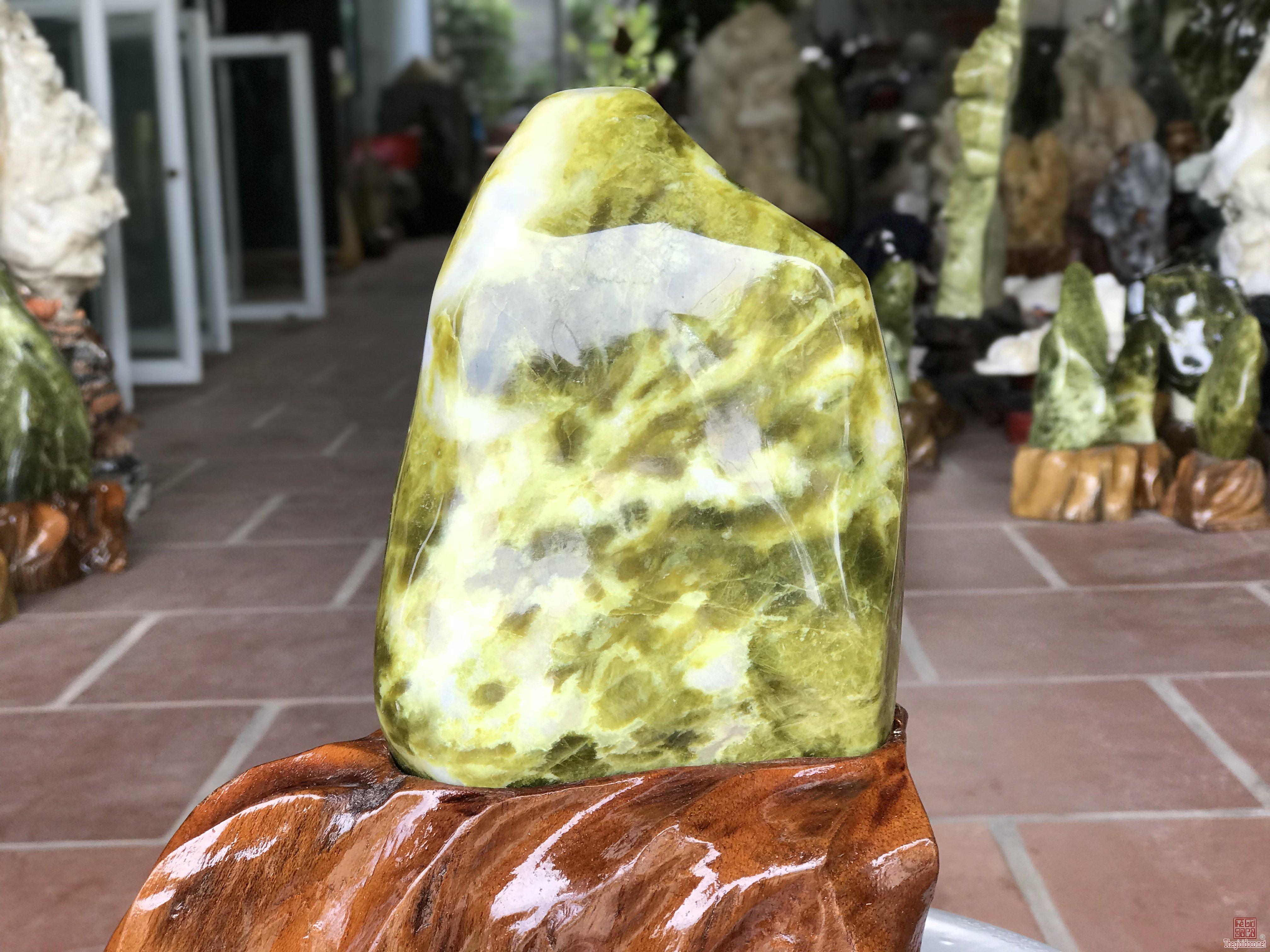 Cây đá để bàn ngọc serpentine siêu xinh(7). 0931551668
