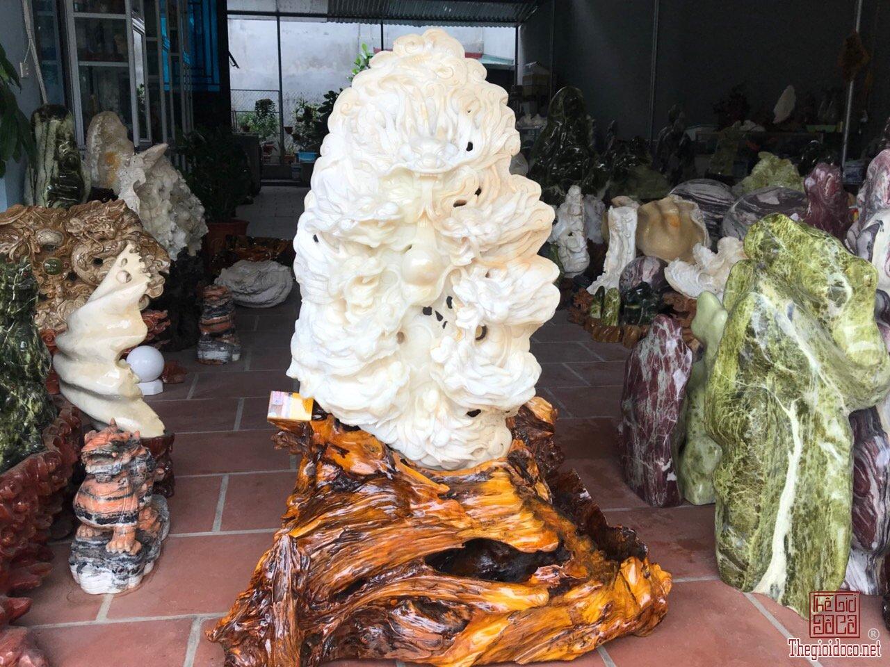 Vỏ sò tai tượng hóa thạch 1.000 năm.Tp Cửu Long Tranh Châu,cao 1m26.lh/zalo:0968551668