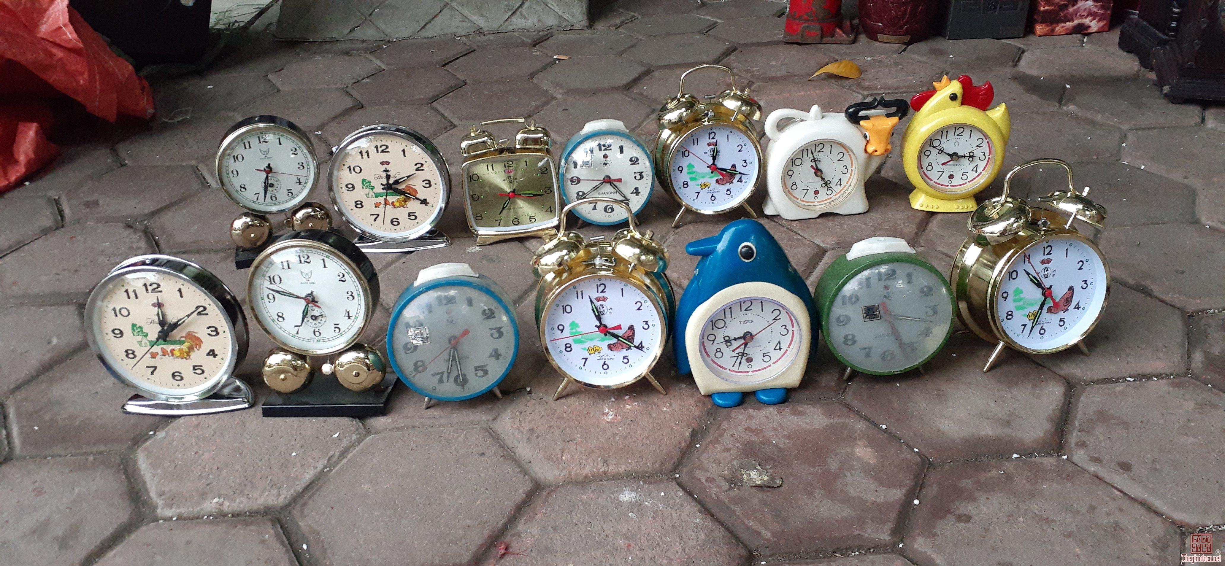 Thanh lí 14 đồng hồ chạy cót sài tốt ha 3trieu500   bao sip 14x250k  = 3.500.000đ  bao sip Lỗ nặng