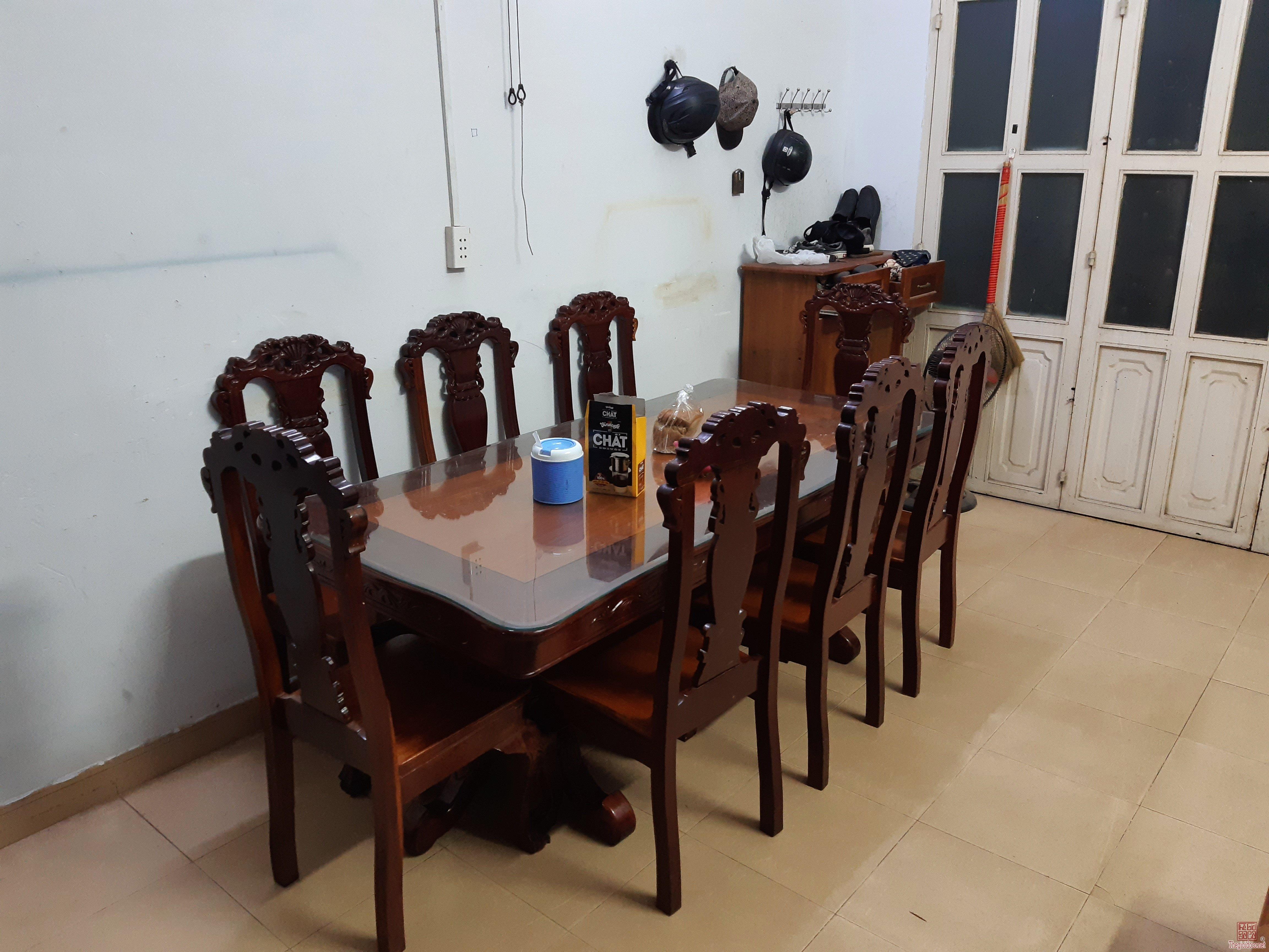 Cần bán bộ bàn ăn 8 ghế gỗ căm xe gõ