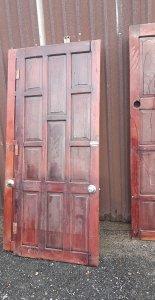 1000 trụ tiện.500 bộ cửa gỗ