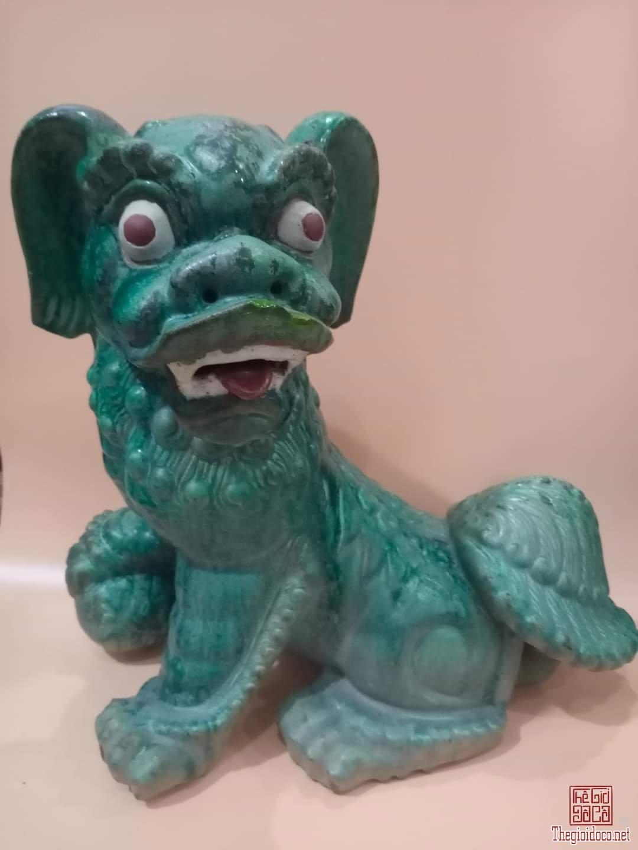 """Lân vờn cầu gốm Lái Thiêu xưa:""""men khô,trổ đồng trứng ếch"""".Cao 53cm. Giá 6,8 triệu."""