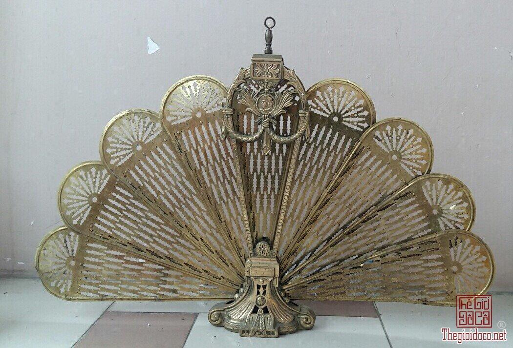 Chắn lò sưởi hình chiếc quạt XƯA LẮM LUÔN ,bằng đồng , nhập từ MỸ.