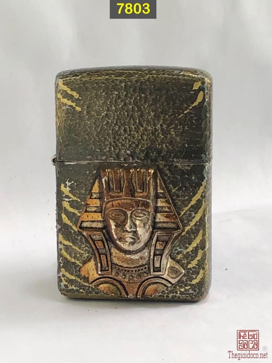 7803- chữ xéo 1978 ( tẩy mạ chrome , gõ búa) Chủ đề :Pharaoh Ai cập ( emblem dán) -