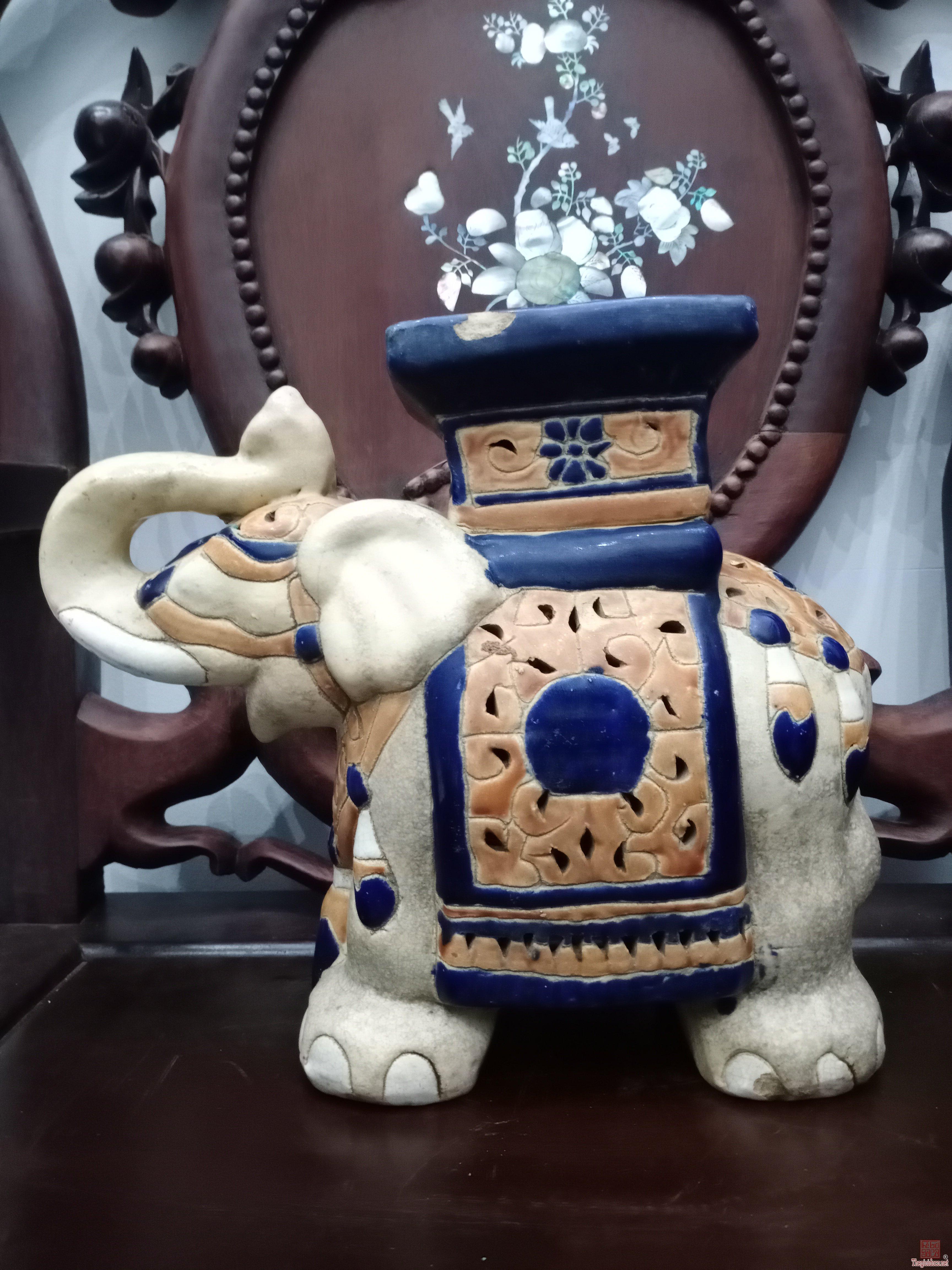Đôn voi lộng gốm Biên Hòa xưa.Cao 27cm.