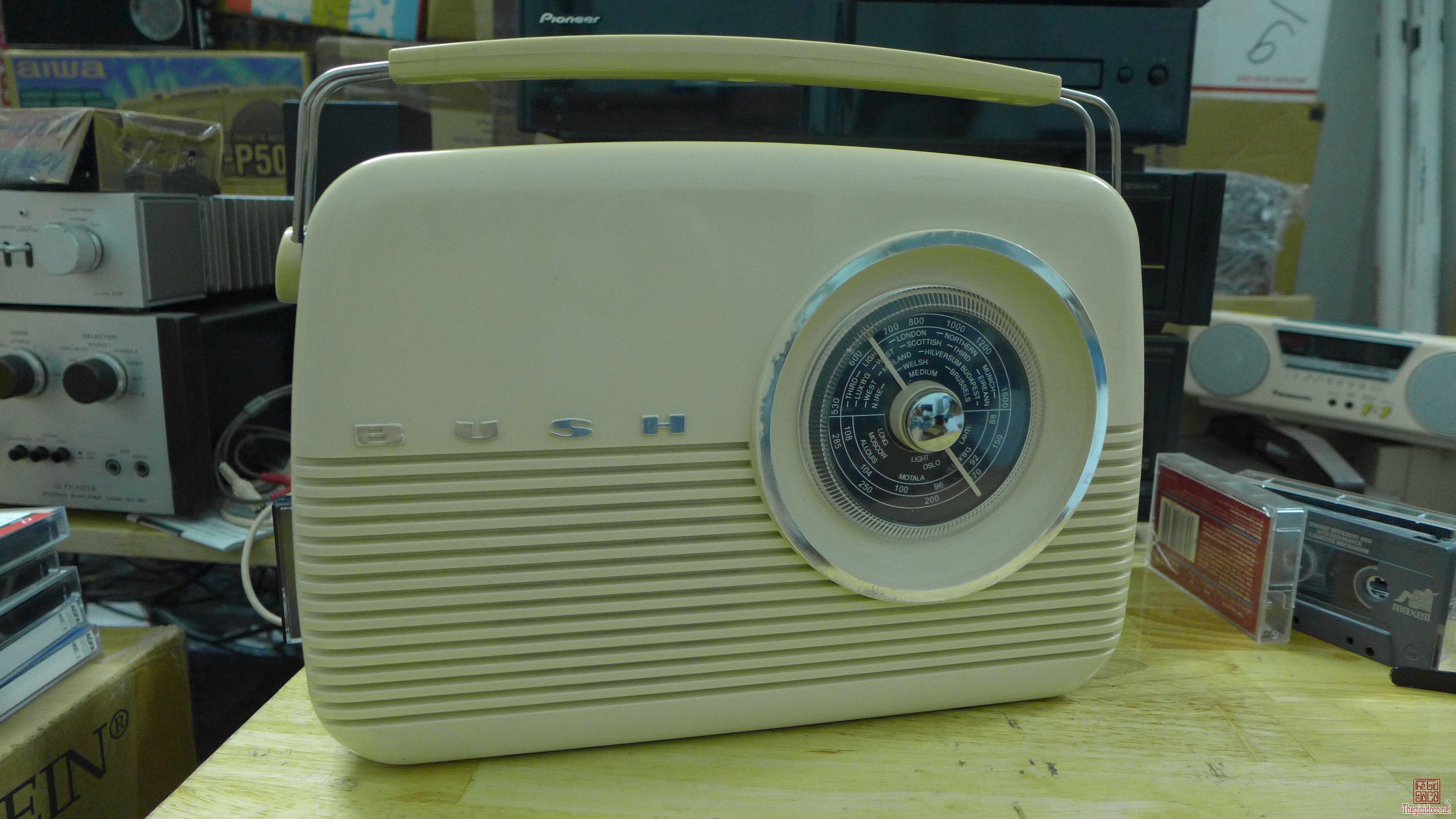 HCM - Q10 - Bán radio Bush TR82/B, UK