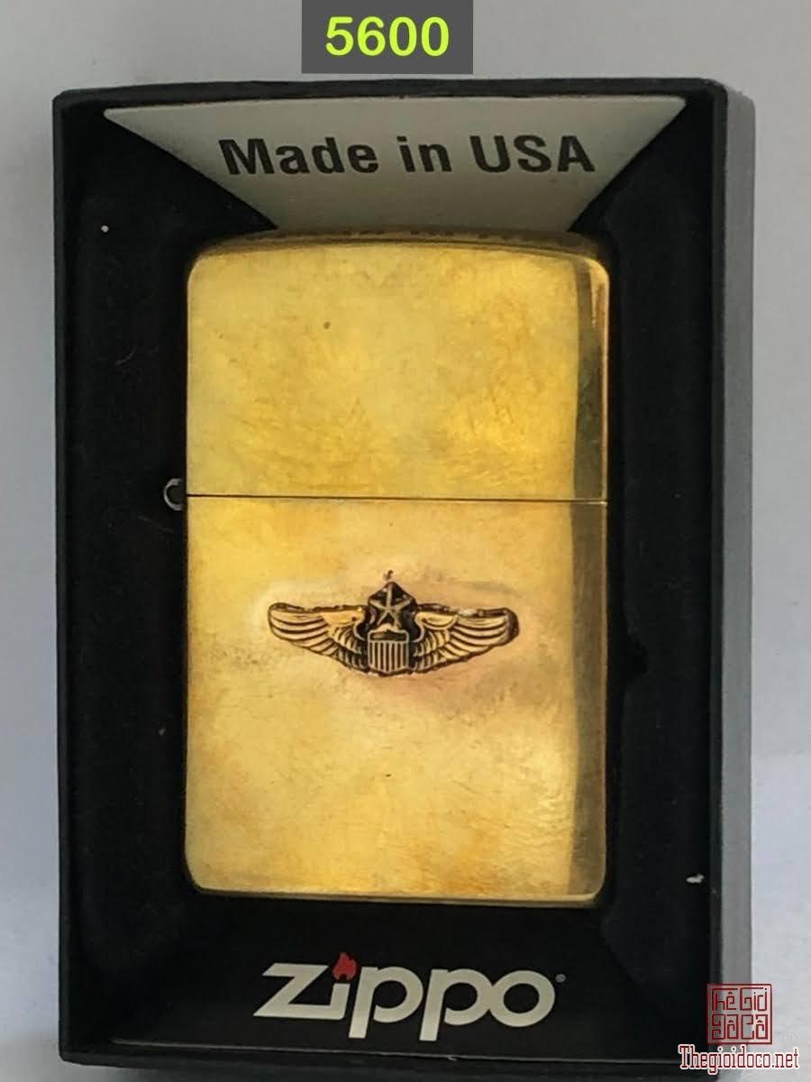 5600-brass ( tẩy mạ chrome) chữ xéo 1956 Emblem rin đồng mạ vàng ( hàn chì)