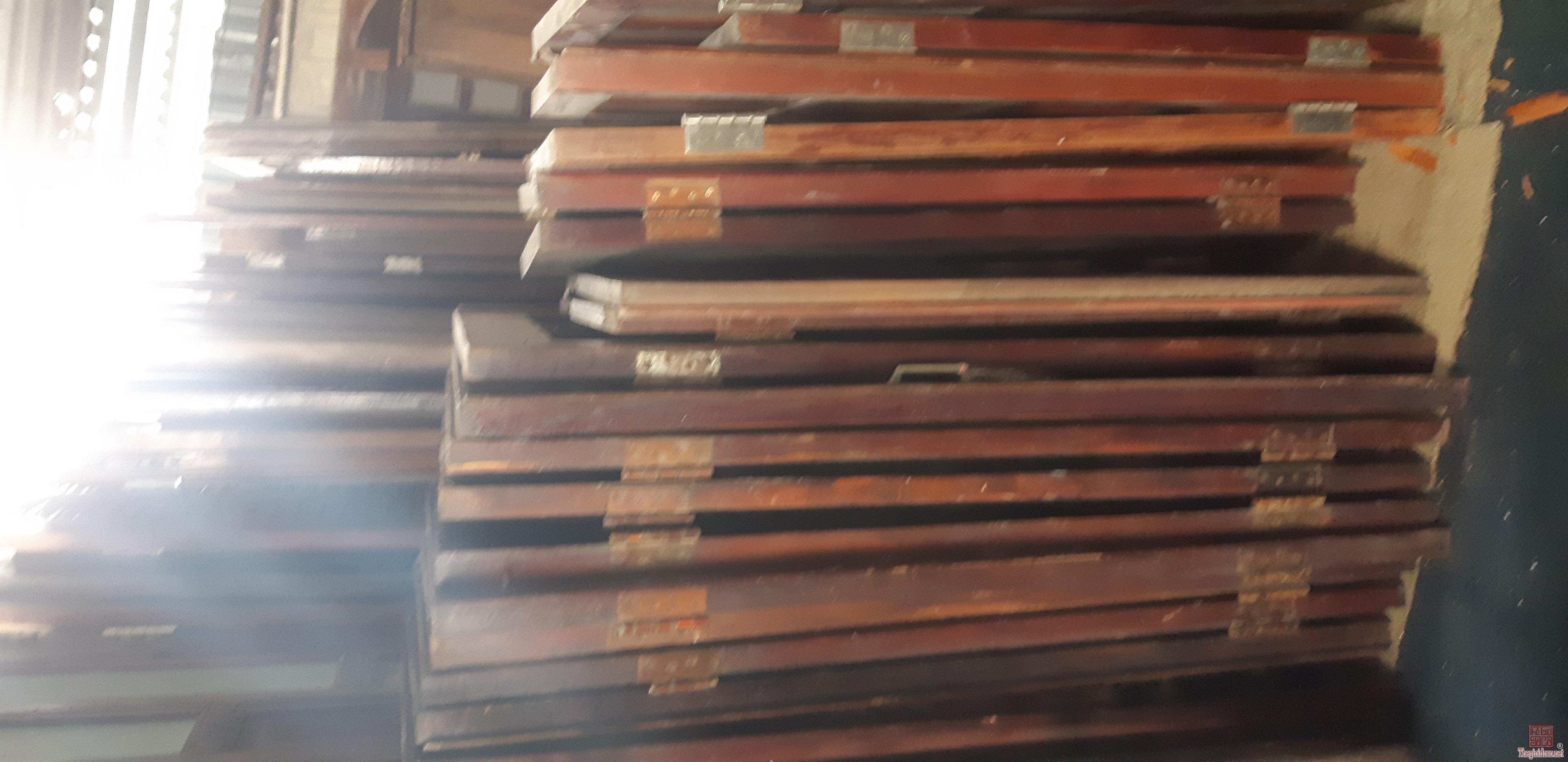 300 bộ cửa gỗ củ