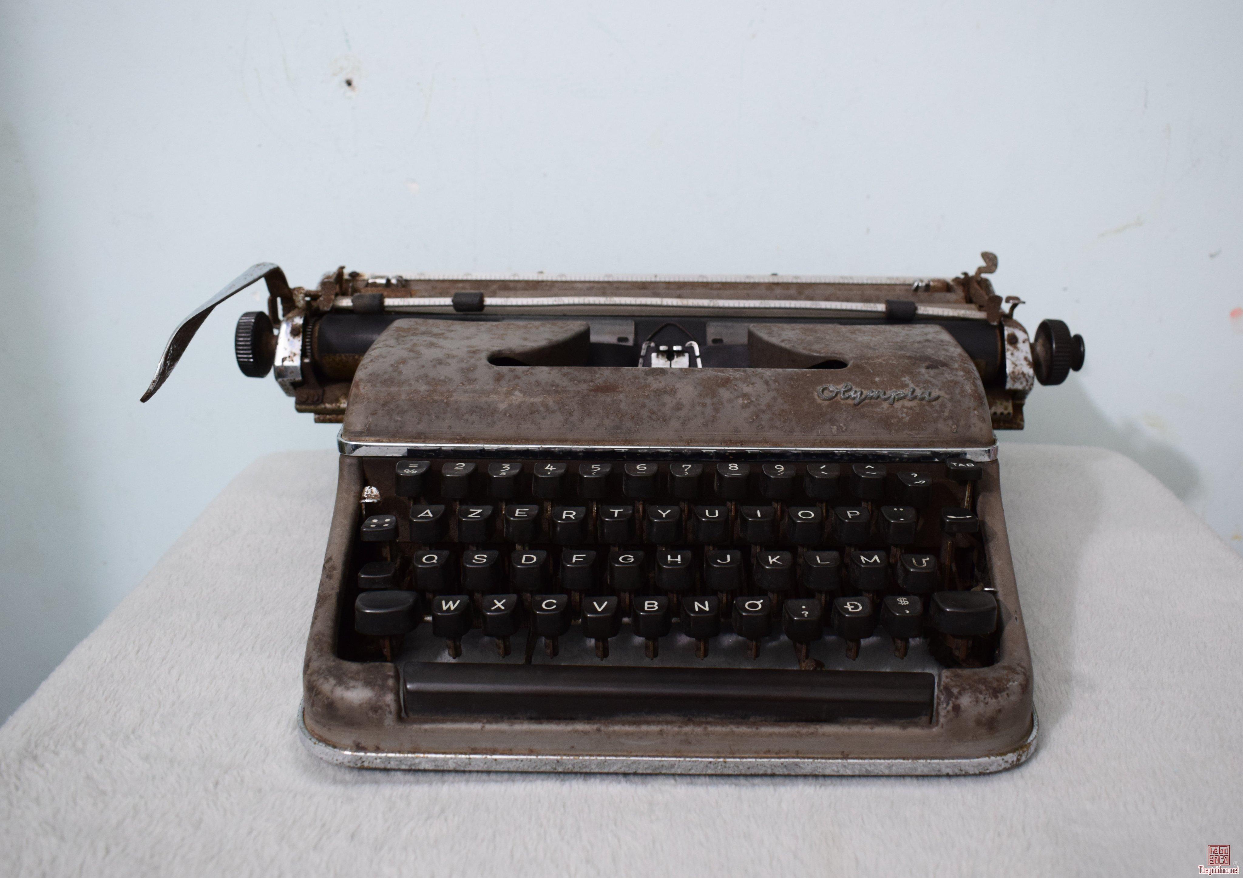 máy đánh chữ Olympia SM3 De Luxe Tây Đức 1956 gõ tiếng Việt , sử dụng tốt tất cả chức năng